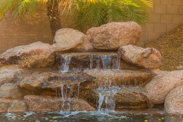 Home Pool Water Feature